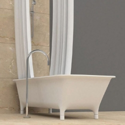 The Morphing bathtub from Zucchetti / Kos has adorable little legs.