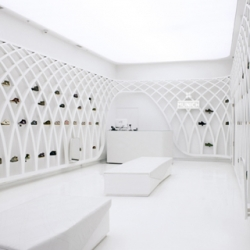 Dear Design has created a stadium like design for the new Munich shop in Santiago, where the space is flooded with light and the shoes are hanging from a white metal structure.