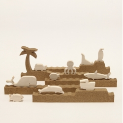 The new 'silhouette - sea' from bleebla - 5 modular cork profiles and 10 wooden animals to create playful sea habitats.