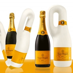 Naturally Clicquot, the 100% biodegradable isothermal packaging created for Veuve Clicquot Champagne!
