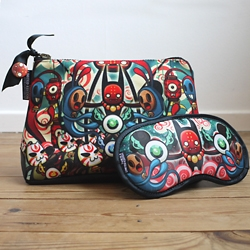 Artist designed Mini-Bags and matching Eye-Masks. 11 stunning designs from Tara McPherson, Caramelaw, Vault49, Jules, Alberto Cerriteño, Candybird & more. Just in time for Christmas!
