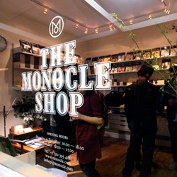 Monocle's second shop opens in LA ~ right at the Brentwood Country Mart! (the first popped up in London, but never went away! NY and Tokyo next!) ~ take a look at the adorable launch party and space!