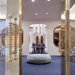 Jaime Hayon has completed the interior for Octium Jewelry in Kuweit– an upscale jeweler that showcases exclusive designer pieces from around the globe
