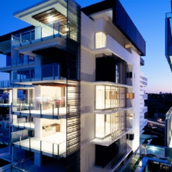 A modern design of apartment, called One Macquarie has been made by Arkhefield.  The relationship between intelligent urban planning, built form, and luxury living is the key success of this apartment design.