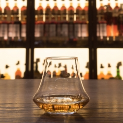 The hand-blown shape of the D&L Whisky Glass captures the sensory pleasure of taste and smell associated with a traditional whisky snifter and combines this with the versatile form and style of a classic tumbler.   The glass's wide base maximises the surface area of a standard measure, funneling the aromas through the tapered body to the optimally sized opening. This reveals the whisky's full character.