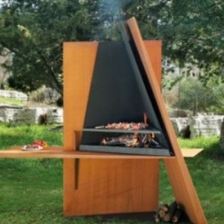Mikadofocus is one of the latest products by Focus, a company that creates great contemporary fireplaces and grills. Outdoor BBQ grill that stands out with its sculptural design.