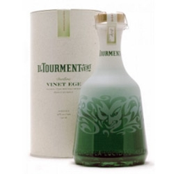 I'm not a fan of liquor at all but check out how amazingly fascinating this bottle of le Tourment Vert is.