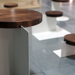 During the Paris Design Week, the designer Pawel Grobelny presented the tables SUR LE FIL...