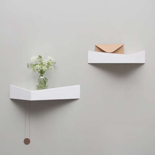 Woodendot Pelican - Triangular wooden shelves with hidden hooks. They are ideal to install next to the front door so you don't forget your essentials.
