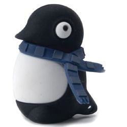 As I'm slowly getting over my penguin phobia, I'm  starting to find this little rubber penguin usb drive strangely adorable (specially the rubber scarf).