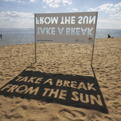As part of The Clare Oliver Challenge for Peter MacCallum Cancer Centre, this simple ambient from CHE, Melbourne idea urged beach goers to take a break from the sun.