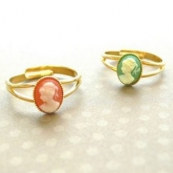 Cute cameo rings - adorable really.