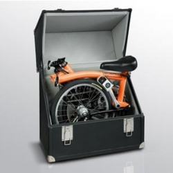 The leather covered wood trunk by Pinel & Pinel delivered with a folding bike by Brompton type M6R available in about 10 colors!