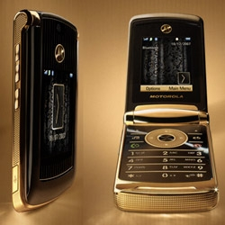 MOTORAZR2 V8 Luxury Edition. With lavish 18k gold plated accents, engraved details and a black snakeskin pattern, this exclusive edition RAZR is sharper than ever. Fancy Schmancy.