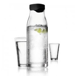 MENU ~ the carafe with smart lid designed by Jakob Wagner