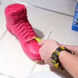 For the launch of the Nike Air Royalty Macarons, colette organized once again their cooklette event and had people decorate sweet versions of the sneaker with actual macaron and other sweets.