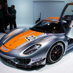 Porsche just rolled out its brand new 918 RSR hybrid supercar at the Detroit Auto Show!
