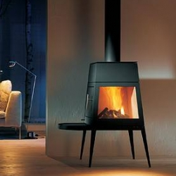Fire is simplicity and beauty united in harmony. »shaker« is not only a stove; rather, its form also reflects the cosiness of a household fireplace. Skantherm.