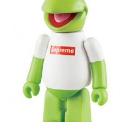 Terry Richardson shot the Kermit character for the new Supreme NYC collection, wearing a Supreme logo t-shirt. Now Japanese toy manufacturer Medicom will also be offering it as a Kubrick toy! Gotta love this...