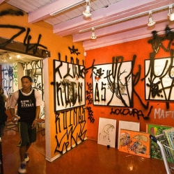 "Art war in Sao Paolo ~ graffiti artists vs street art - ""a group of 30 Pixadores stormed the Choque Cultural Gallery in protest against the ""marketing, institutionalization and domestication of Street Art"" by the gallerys and media."""