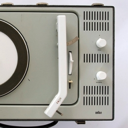 A Flickr group that celebrates the genius of the former head of design at Braun, Dieter Rams. Stylish, functional minimalism.