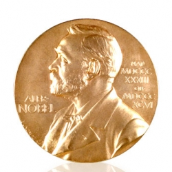Today the Nobel prizes are handed out in Stockholm and Oslo. Take a closer look on the medals designed by Erik Lindberg, Gustav Vigeland and Gunvor Svensson Lundkvist.