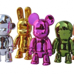 The new metallic Qee series from Toy2R definitely look like mini Jeff Koons sculptures.
