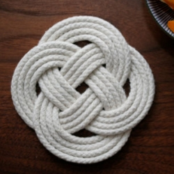 Liking Design*Sponges DIY Rope Trivet project ~ could make for some fun recycling/gifting for climbers?
