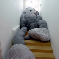 Dushi is the title of the solo show of Florentijn Hofman at Galerie West in The Hague (The Netherlands). He supersized stuffed animals so that they complete lose their function and feeling.