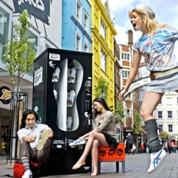Onitsuka Tiger has introduced sneaker vending machines in London. All sneakers in the machines are given out for free! Definitely a nice initiative and maybe we will see more of the kind in the future!