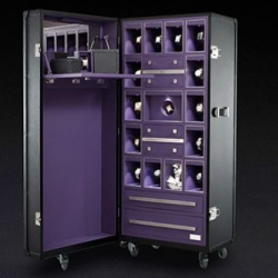 Pinel & Pinel is at it again and now presents a special trunk for Piaget jewelry. Once again, a beauty!