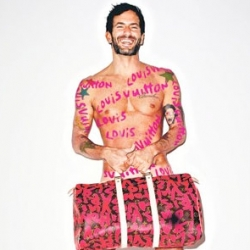 Louis Vuitton is launching another Stephen Sprouse collection this month. For the occasion Terry Richardson shot Marc Jacobs in a complete Sprouse graffiti look.