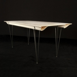This elegant table with a gently undulating form is by Rene Barthtélemy who's designed it for the furniture firm Olika.