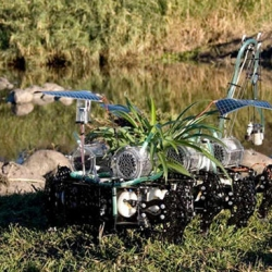 Plantas Nomadas: Water-purifying robot is part bot, part plant.