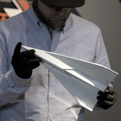 Porceplane by Flatau Florian (DE) x K.Olin tribu // First paper plane in porcelain Limoges France