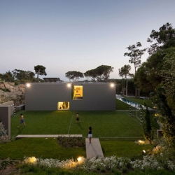Boxy is beautiful! Take a look the House in Quinta Patino, Portugal - The living wall is unreal!