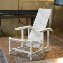 R&BM a new marble chair by Jean-Charles Kien for Maragno Design inspired by the famous Red&blue chair by Guerrit Rietveld.