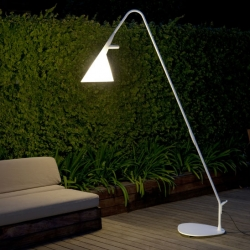 Mate is a garden lamp in white satin steel  that blurs the frontier between outdoor and indoor lighting. By Dutch designer Geert Koster for Metalarte.