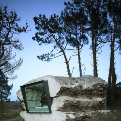 La Trufa is a dreamlike house, a stone carved from the ground, by Ensamble Studio. A preview with pictures by Roland Halbe.