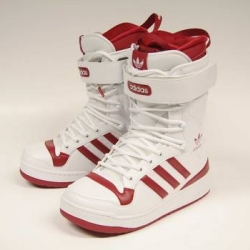 The first Adidas Snowboard Boot based on the classic Forum, that was released in 1984. Limited to 50 pairs and only given to vips and friends of Adidas! A shame!
