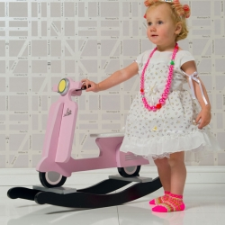 A cute little rocking scooter from J.I.P, designed by Box32. This product is part of the kids brand J.I.P