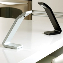 'SOLO Anywhere' desk lamp by LiAO adds full portability to the iconic design. Its embedded lithium-ion battery enables it to provide light, unplugged, for three hours.