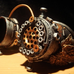 New steampunk goggles by crafter/artist Santi, from Russia.