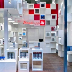 The Illy Café has brought up the Illy Shop as the temporary shop located in Milano. Situated in Galleria San Carlo around the Duomo. Architect Caterina Tiazzoldi was the designer and architect for this commercial design.