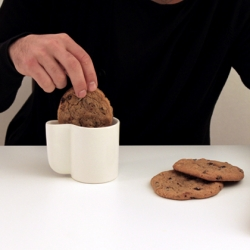 entresuelo1a's taça - Absolutely genius idea to be able to dip your cookies in milk, without having to worry about your glass being too small.