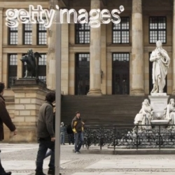 Getty Images puts its watermark - produced out of glass - in front of photo-motifs in germany.