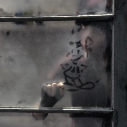 Drawings on fogged glass come to life thanks to a masterful blend of classic hand-drawn animation and live action. Director Hoku Uchiyama uses impressive animation techniques in Evelyn Evelyn's video for 'Have You Seen My Sister Evelyn'.
