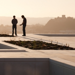 The rooftop patio of ARX's new house in Leiria is the perfect way to make good use and utilization of a rooftop. What a great view!