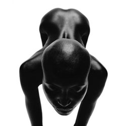 I love the bright of the black skin. SOUL by Thierry le Goues.