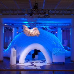 'In from the cold' is a four weeks Xmas event at the Royal Festival Hall, London, come and join us for music, dance and film in this winter wonderland! Three large scale Cloud Chandeliers designed by Jordy Fu.